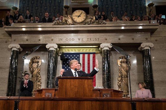 Трамп заявил об экстренном возвращении в Вашингтон. Трамп заявил об экстренном возвращении в Вашингтон
