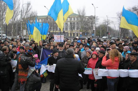 Депутаты Рады из-за митингов в Киеве носят накладные парики, усы и брови. 377752.jpeg