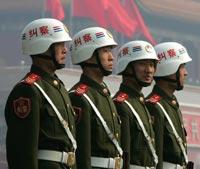Китайским полицейским запретили ходить в клубы и бары
