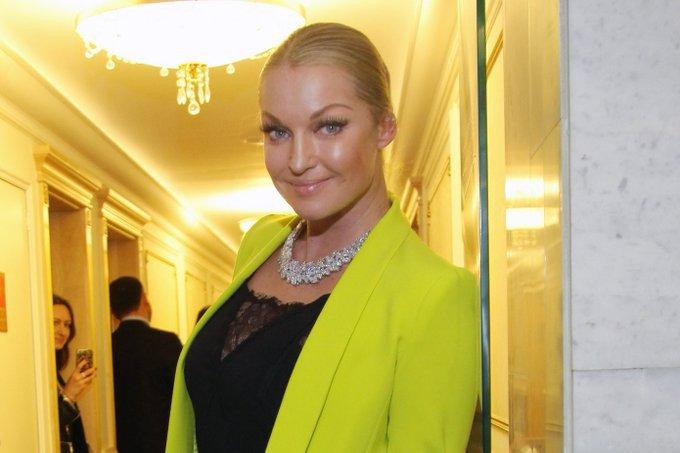 Анастасия Волочкова перешла на парики. Анастасия Волочкова