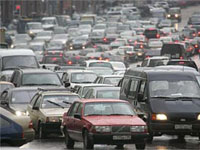 Сильный дождь осложнил ситуацию на московских дорогах