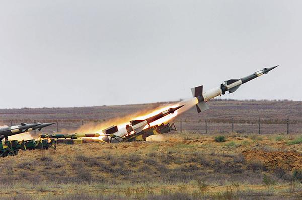 Порошенко поручил закупить для армии крылатые ракеты.