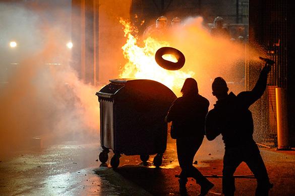 Полицейские Гамбурга пострадали в ночных столкновениях с демонст