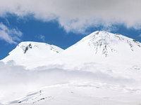 На Эльбрусе нашли альпинистку, старший группы сломал ногу. 278763.jpeg