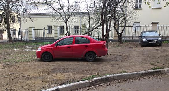 Запарковался на газоне? Штраф в 5000 рублей придет автоматически. парковка, газон, автомобиль, нарушение правил
