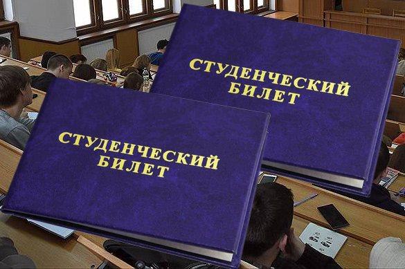 Первокурсников кемеровского вуза раздели догола на посвящении в
