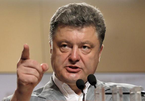Порошенко поведал о плане по уничтожению Украины. Петр Порошенко указывает пальцем