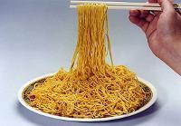 Китайцы изготовили самую длинную в мире лапшу