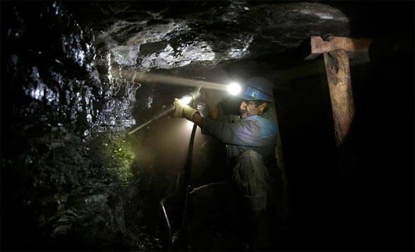 """Украинские шахтеры идут """"на Киев"""". шахтер горняки шахта уголь"""