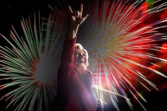 Клинтон уже празднует победу: заказала фейерверк