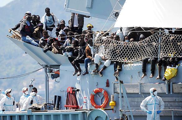 Бельгийский военный корабль спас 250 нелегалов в Средиземном море.