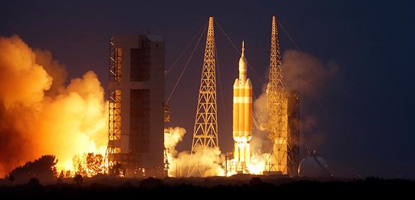 Американский космический корабль Orion стартовал с мыса Канаверал. космический корабль Orion