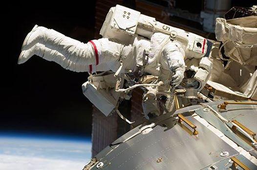 Российские космонавты поделятся с астронавтами США едой на МКС.