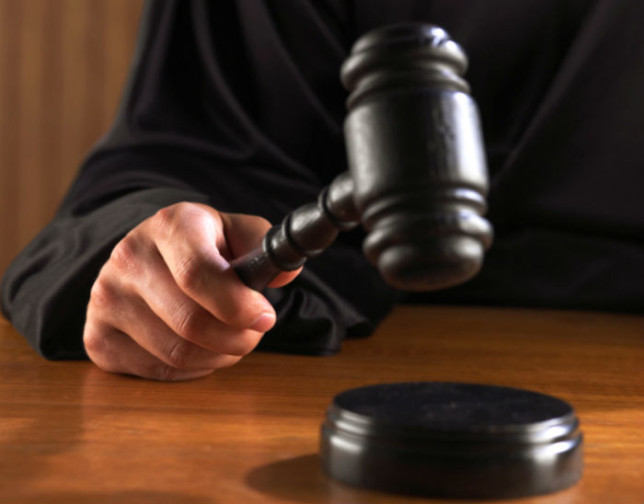 Судья получил срок за тушение окурков о лица полицейских. 297777.jpeg
