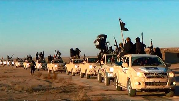 Страны коалиции нанесли авиаудар по аэродрому в Сирии, захваченному боевиками ИГ.