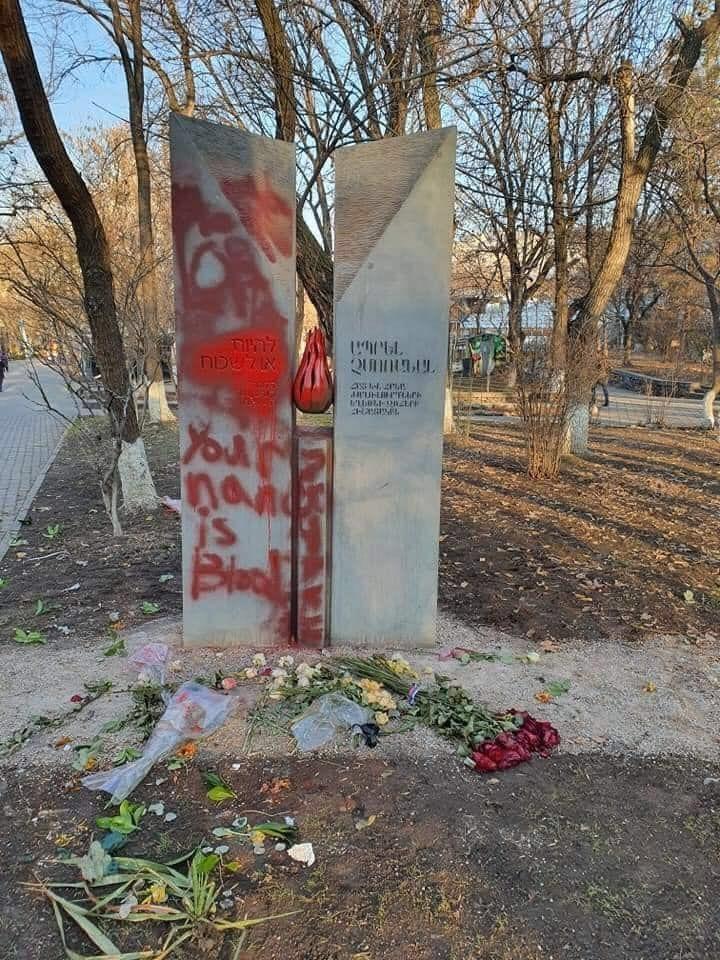 Широко закрытые глаза на вандализм нацистов. 409778.jpeg
