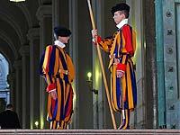 Понтифика будут охранять женщины?
