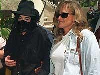 Дебби Роу уступила детей Джексона его матери