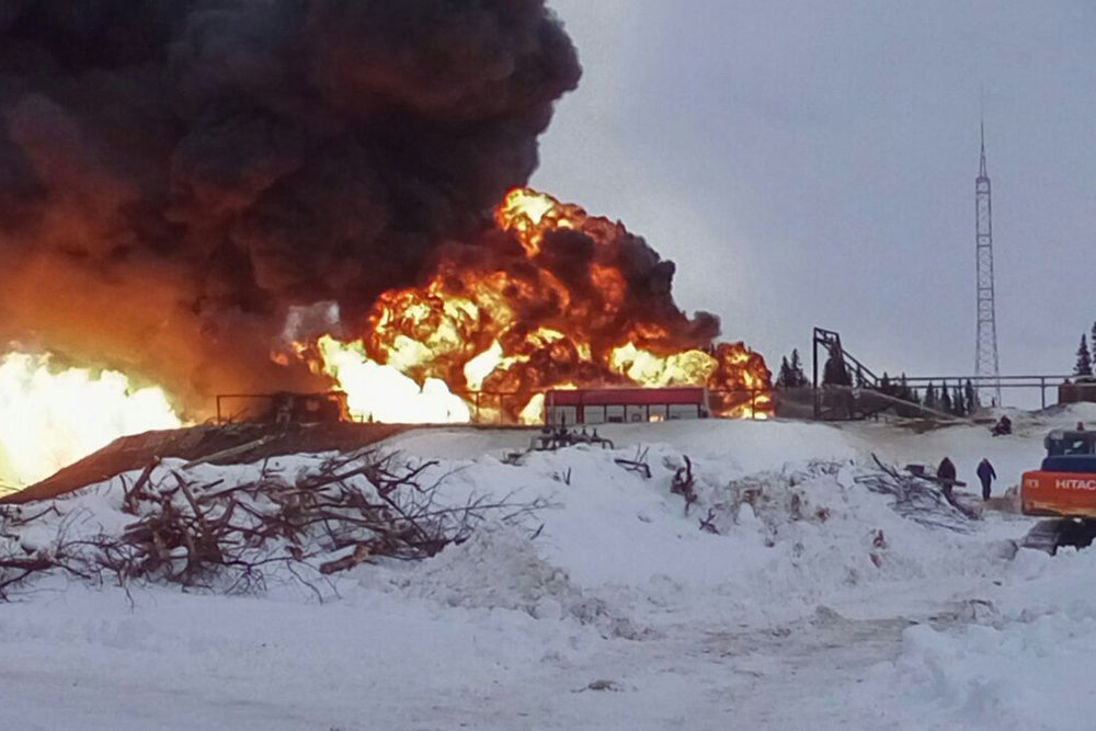 В Коми горит нефтяная скважина на месторождении Алабушина
