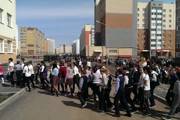 По всей России идет массовая эвакуация школ и ТЦ из-за