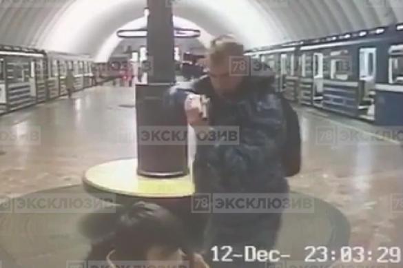 Видео: пьяный инспектор с пистолетом ставит пассажиров на колени. 380780.jpeg