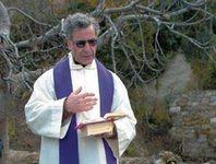 Флоридских священников отправили в тюрьму за растрату