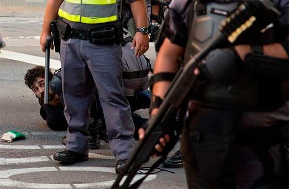 Полиция расстреляла толпу учителей за требование сохранить пенсии. Куритиба, митинг