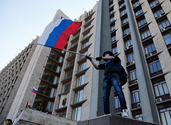 Пророссийские демонстранты в Донецке захватили здание СБУ. 290787.jpeg