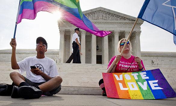 Американцы становятся заложниками гей-ценностей - политолог.