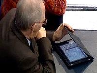 Немецкого министра астукали за игрой на iPad во время дебатов. 255789.jpeg