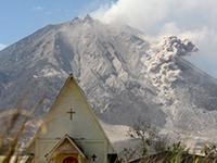 200 тысяч человек эвакуированы из-за извержения вулкана в Индонезии. 200 тысяч человек эвакуированы из-за извержения вулкана в Индоне