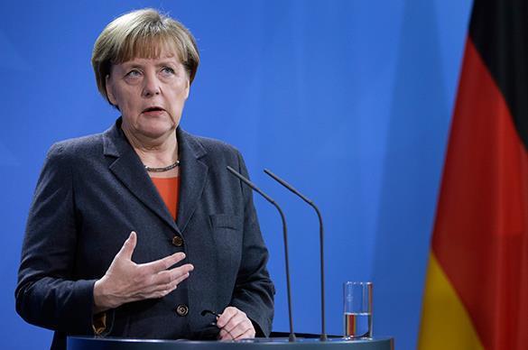 Меркель: ЕС не будет избегать переговоров с Грецией после референдума. Ангела Меркель в синем костюме