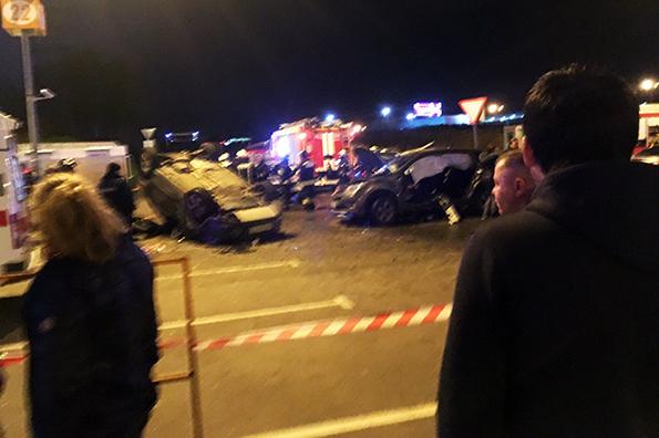 В Москве на Новорижском шоссе столкнулись три автомобиля: 7 пострадавших. В Москве на Новорижском шоссе столкнулись три автомобиля: 7 пост