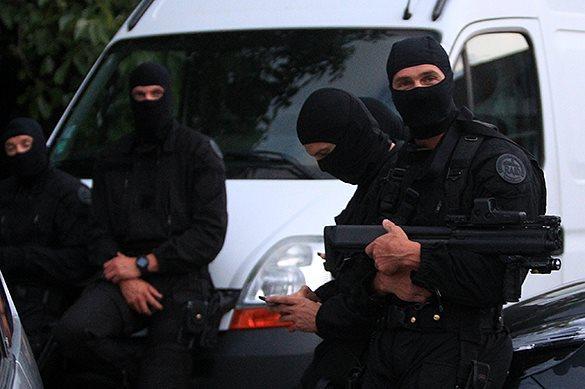 В Париже 10 человек стали заложниками