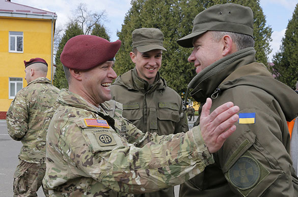 Американские военные обучат 30 инструкторов и 900 солдат для ВСУ. Американские военные на Украине
