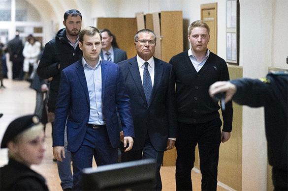 СКРФ: Экс-министру Улюкаеву предъявили окончательное обвинение