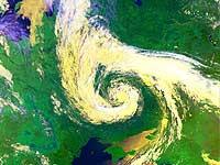 У берегов Камчатки бушует циклон