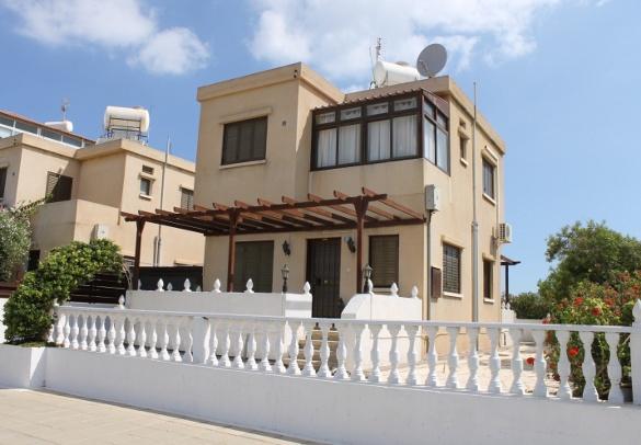 Кипр — древний и современный, Россия и Европа. Один из самых обычных домов на острове Кипр