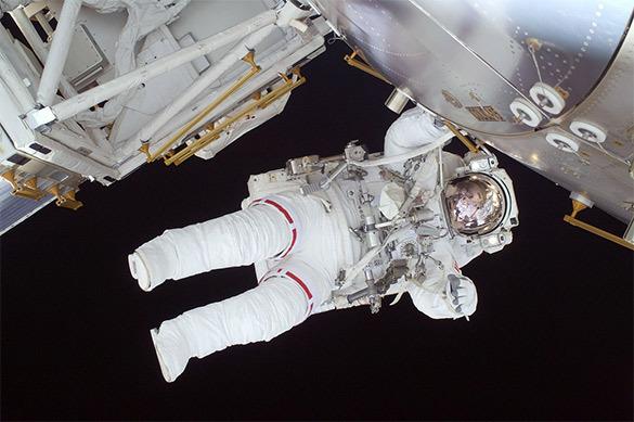 Американские астронавты рассказали о неисправных скафандрах на М