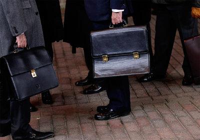 Два в одном со скидкой. чиновники, портфели, клерки