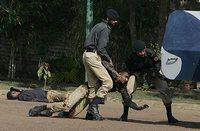 В полицейсой школе в Лахоре погибли десятки стражей порядка