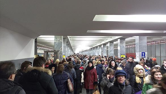 Неработающий выход привел к утреннему коллапсу в московском метр