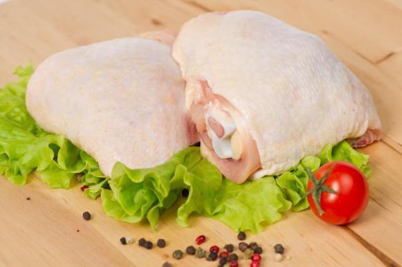В курином мясе нашли опасные бактерии и антибиотики. В курином мясе нашли опасные бактерии и антибиотики