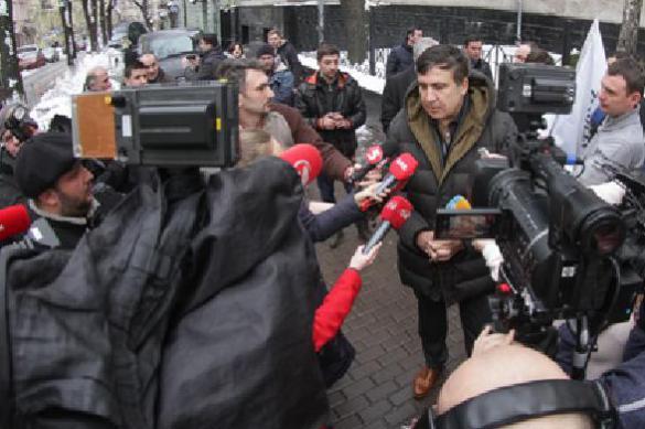 Саакашвили, вызванный на допрос в Генпрокуратуру, сбежал от следователя. Саакашвили, вызванный на допрос в Генпрокуратуру, сбежал от след