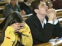 Российские выпускники начинают сдавать ЕГЭ