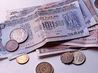 Индию наводнили фальшивые рупии