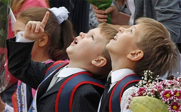 Госдума предложила за каждого ребенка снижать пенсионный возраст. Школьники на первом сентября
