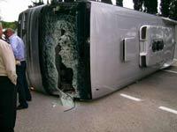 В Китае автобус врезался в грузовики: погибли 20 человек