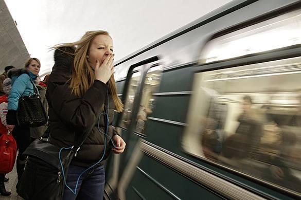 В столичном метро пассажира столкнули под поезд во время драки