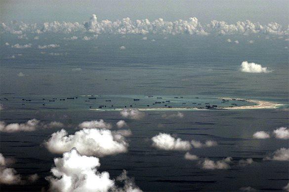 Самолет США перехвачен истребителями Китая
